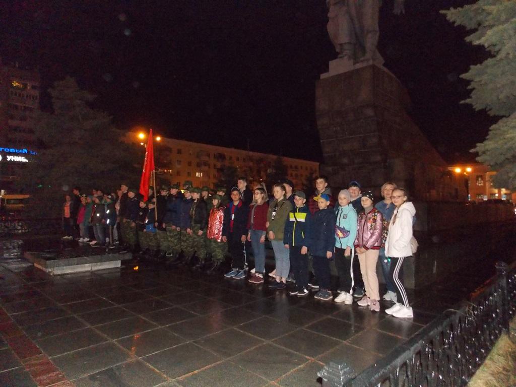 У памятника Уральскому добровольческому корпусу в Екатеринбурге