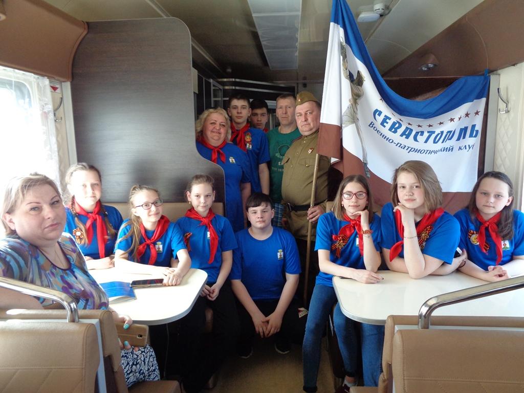 Выступления отрядов перед пассажирами в вагоне-ресторане поезда №335